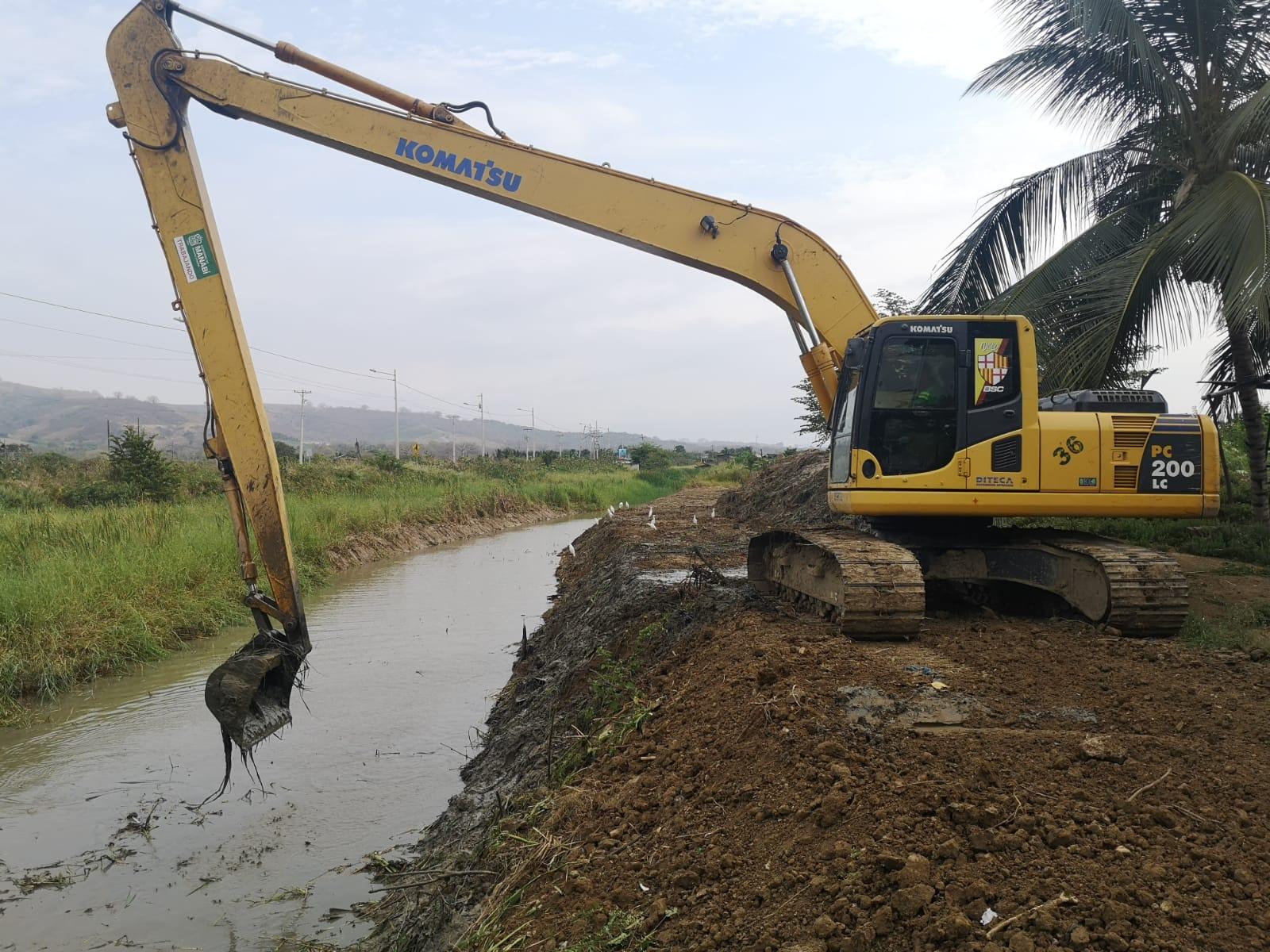 Continuamos-limpiando-canales-en-Rocafuerte-3